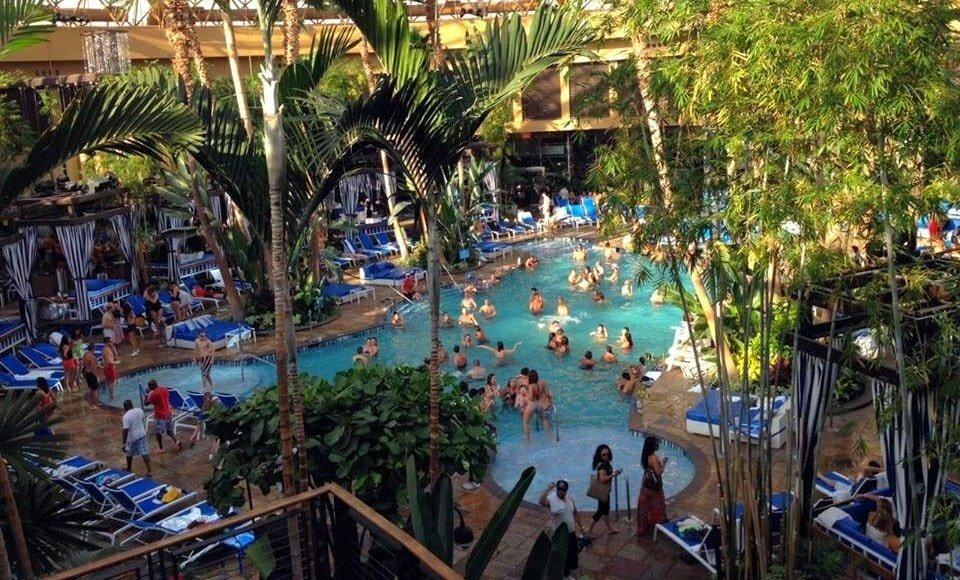 Harrahs pool AC