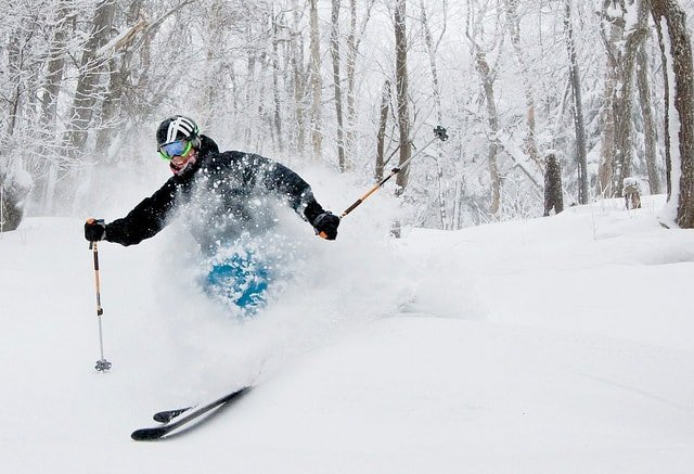 skiing mount snow