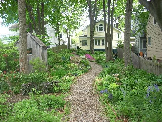 martin hill inn garden
