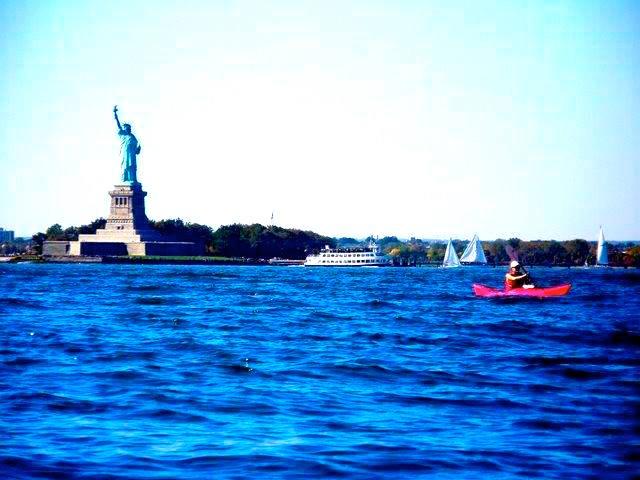 statue of liberty paddling